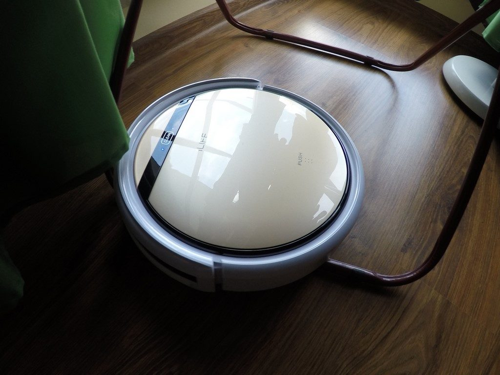 Robot Odkurzający iLife v5s - kłopot z przeszkodą