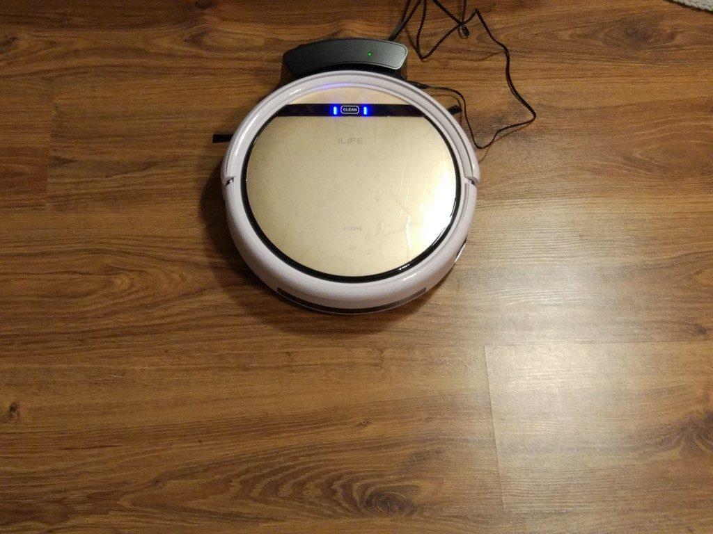 Robot Odkurzający iLife v5s - po podłączeniu do bazy