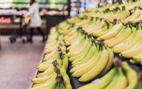 Zakupy spożywcze przez Internet - czy warto - banany w sklepie