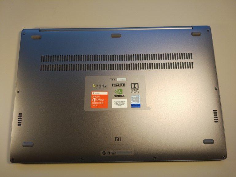 Xiaomi Mi Notebook Pro - recenzja chińskiego MacBooka - spód laptopa