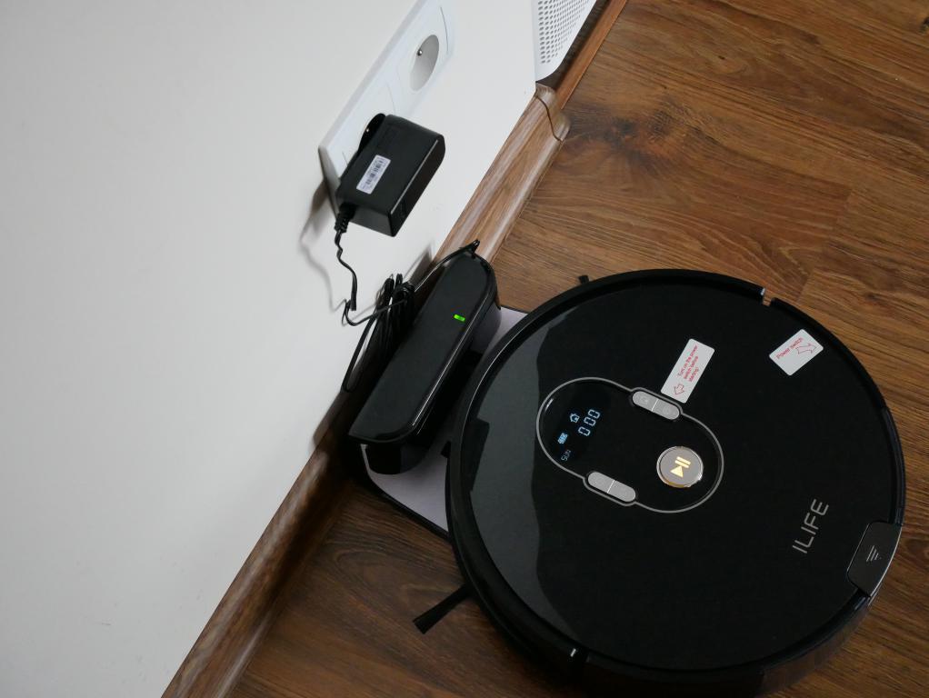 iLife A7 - recenzja robota sprzatającego sterowanego smartfonem - ładowanie robota