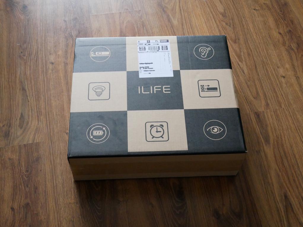 iLife A7 - recenzja robota sprzatającego sterowanego smartfonem - karton z robotem