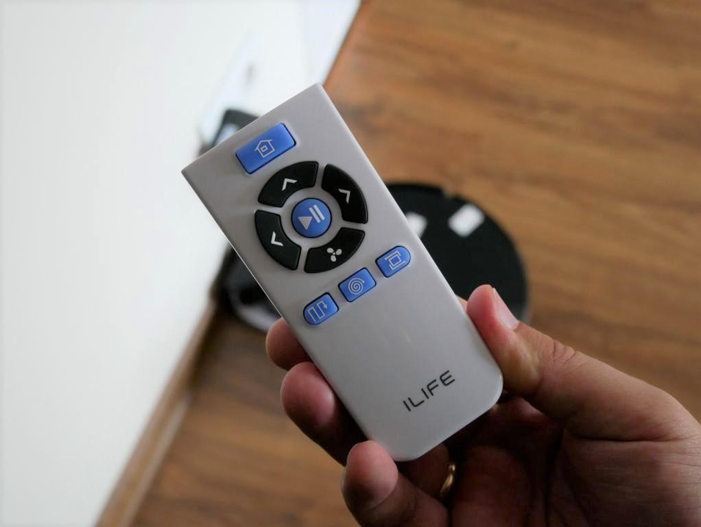 iLife A7 - recenzja robota sprzatającego sterowanego smartfonem - pilot