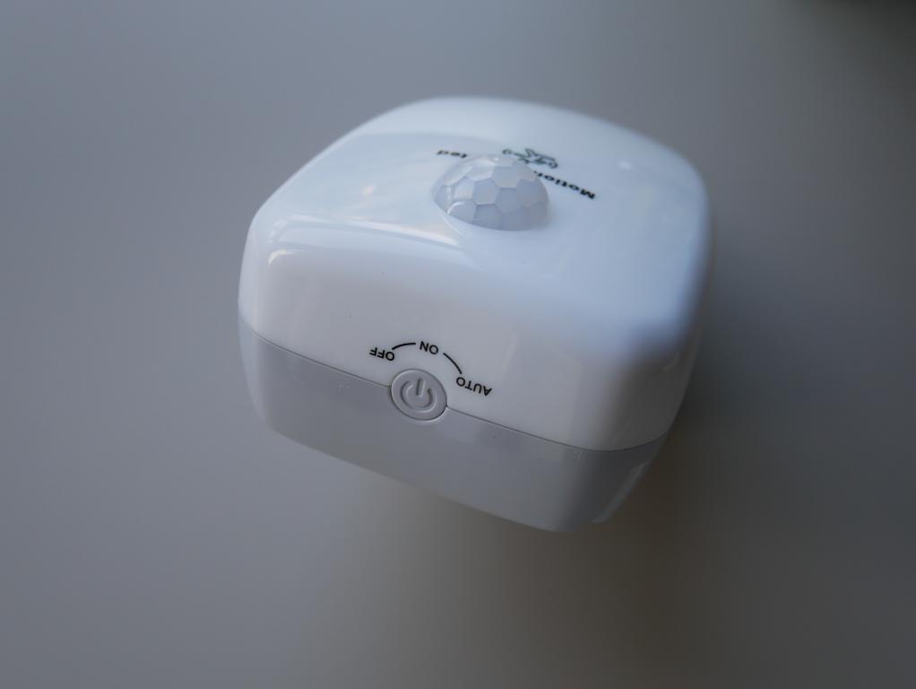 Oczyść powietrze za 100 zł z Alfawise Ai 202 - recenzja - włącznik