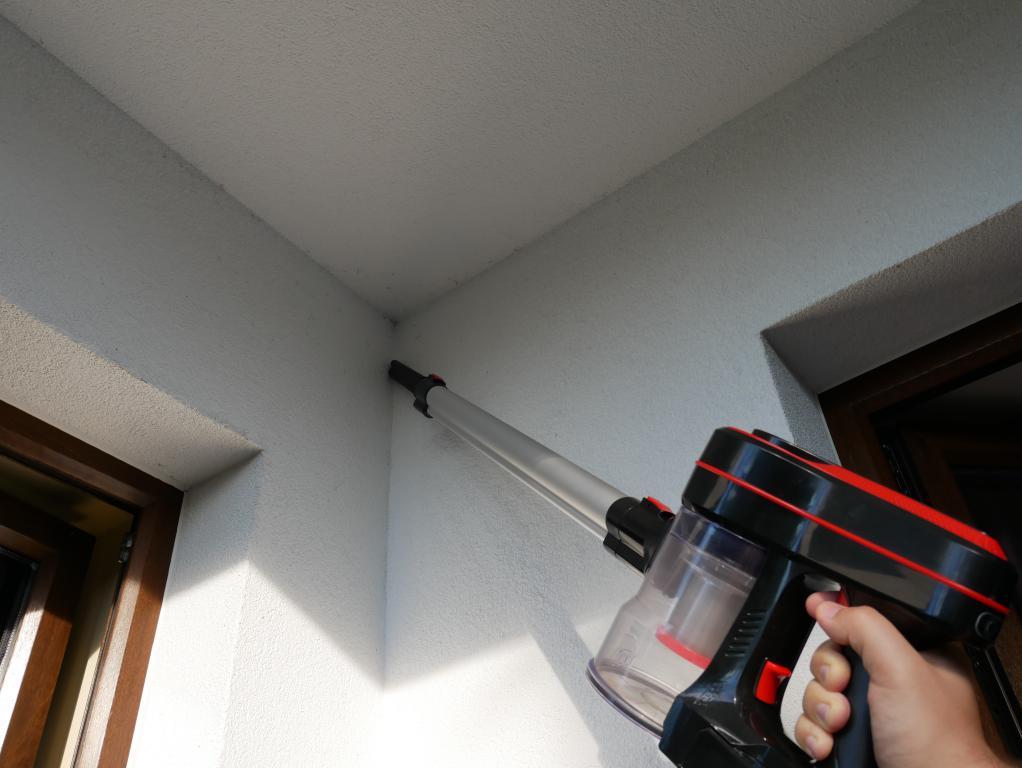 BlitzWolf BW-AR182 - recenzja bezprzewodowego odkurzacza - ściąganie pajęczyn