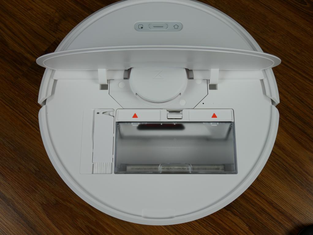 Roborock S6 - recenzja robota odkurzającego najnowszej generacji - pojemnik na kurz i czyścik pod pokrywą