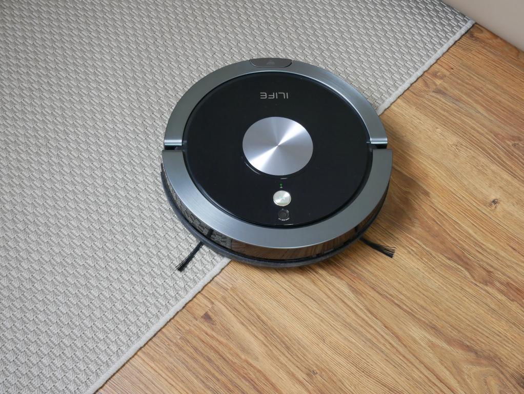 iLife A9S – recenzja robota odkurzającego - ilife a9s na dywanie