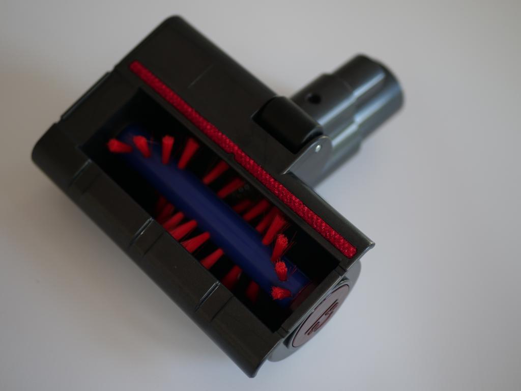 Dibea V008 PRO - recenzja taniego odkurzacza pionowego - średnia koncówka ze szczotką