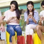 Black Friday na Aliexpress - kody rabatowe i promocje - osoby kupujące na Aliexpress przez komórki