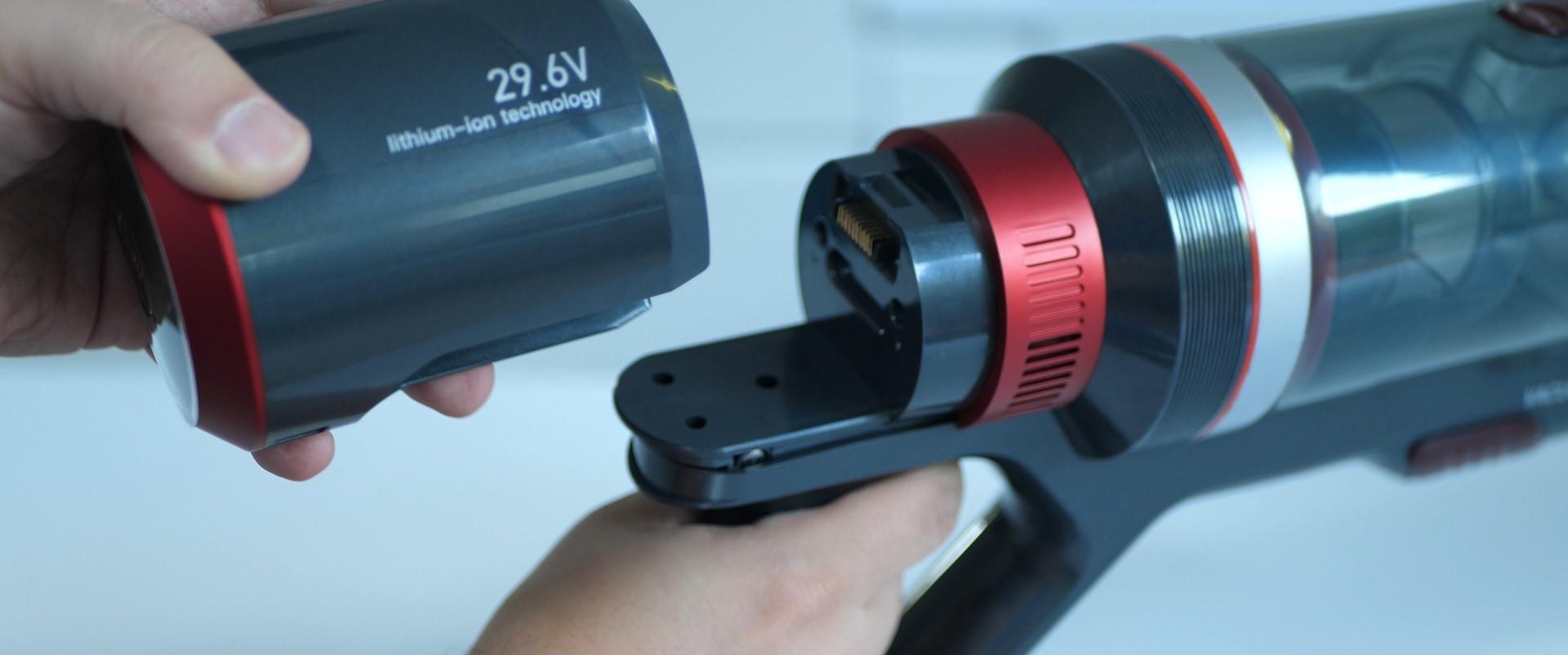 DIBEA F20 Max - recenzja bezprzewodowego odkurzacza o wielkiej mocy - odpinanie baterii