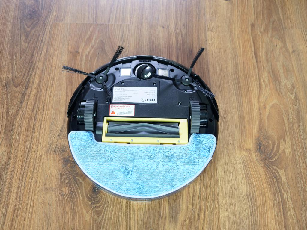 Zaco A8S - recenzja robota sprzątającego - robot z założonym mopem