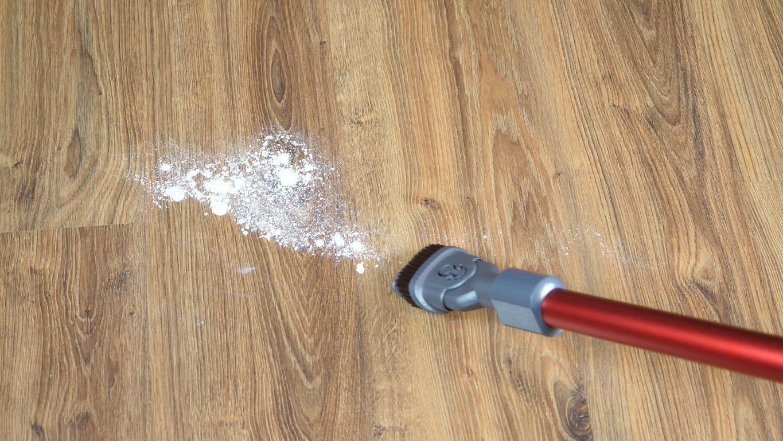 Jimmy JV65 - recenzja odkurzacza pionowego - odkurzanie mąki