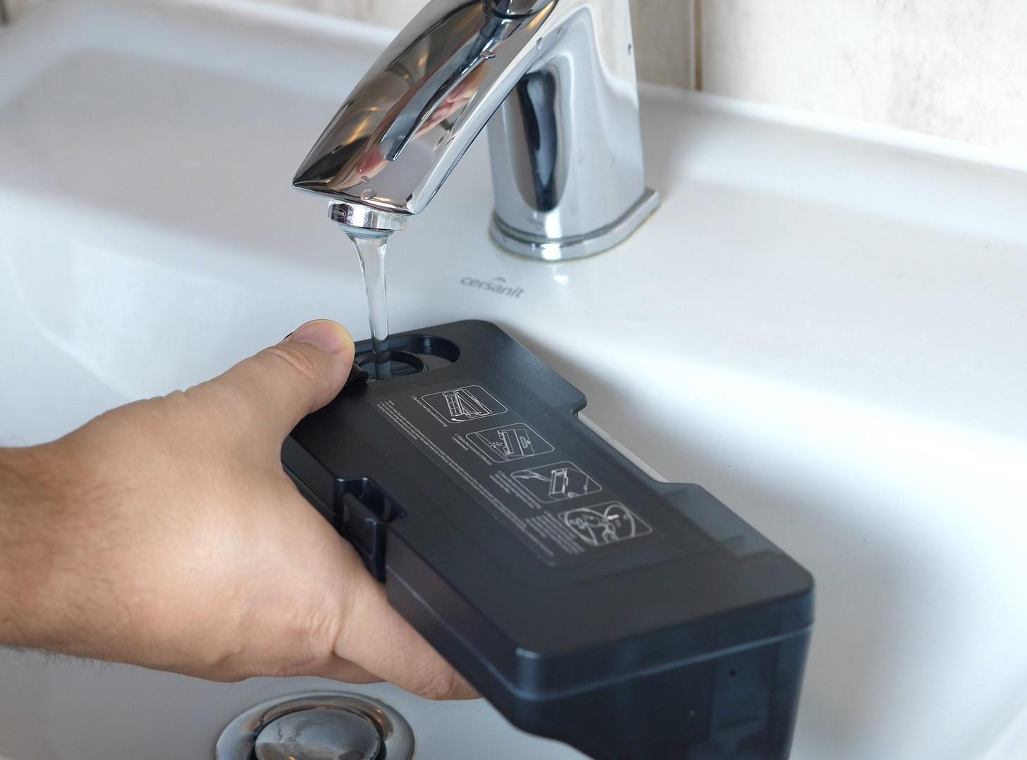 Xiaomi Mi Robot P (STYTJ02YM) - recenzja odkurzająco-mopującego robota od Xiaomi - pojemnik na wodę 2 w 1