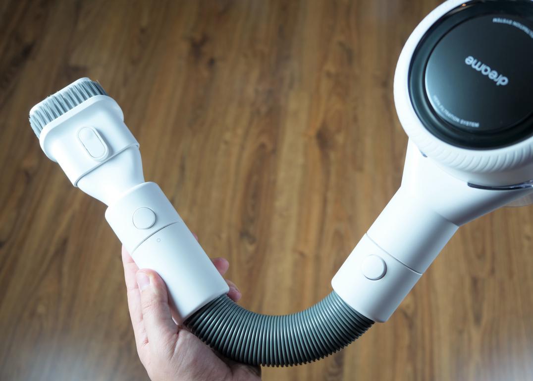 Dreame V10 Boreas - recenzja bezprzewodowego odkurzacza pionowego - elastyczna rura