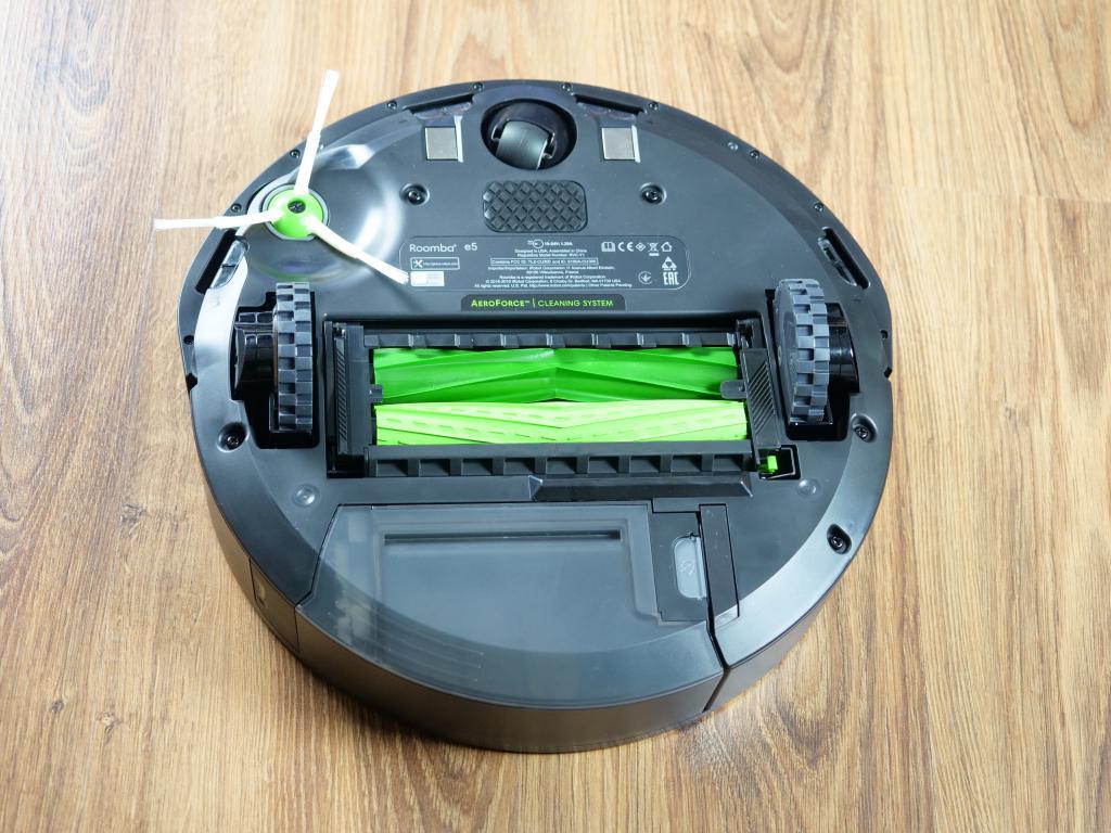 Prawdziwa recenzja iRobot ROOMBA e5 - spód robota odkurzającego