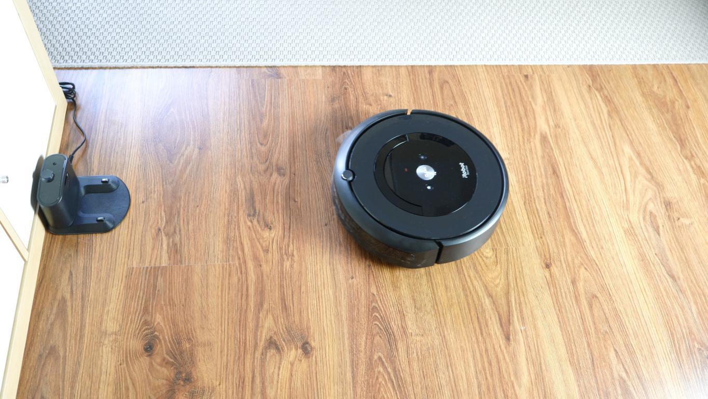 Recenzja iRobot Roomba e5 - powrót do ładowania