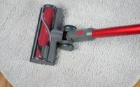 Roborock H6 Adapt - recenzja bezprzewodowego odkurzacza pionowego - na dywanie