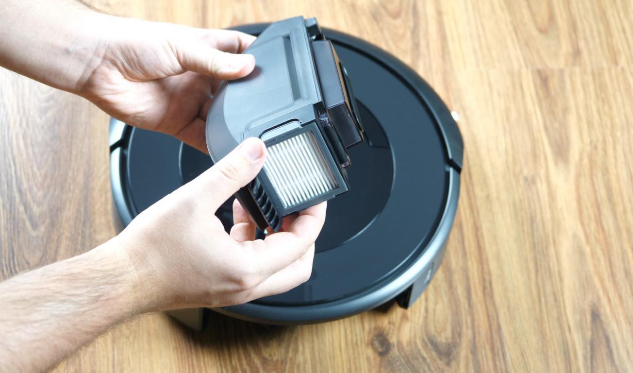 Recenzja iRobot Roomba e5 - pojemnik na kurz i filtr HEPA