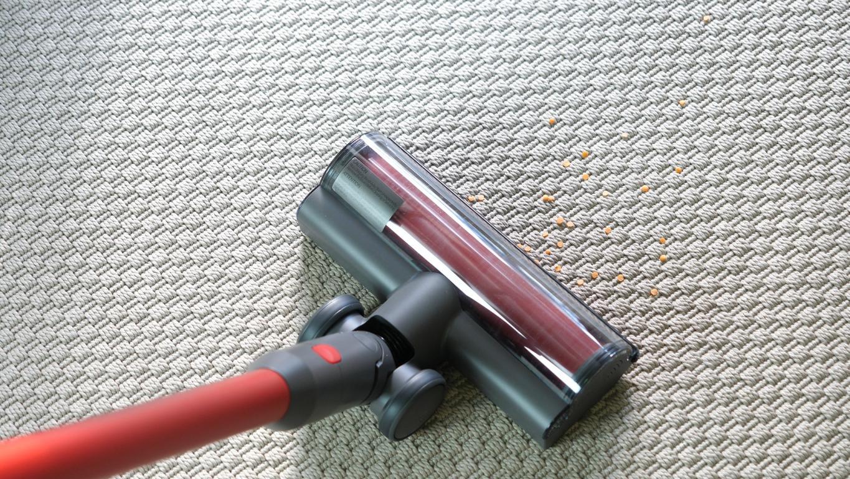 Roborock H6 Adapt - recenzja bezprzewodowego odkurzacza pionowego - odkurzanie twardego dywanu