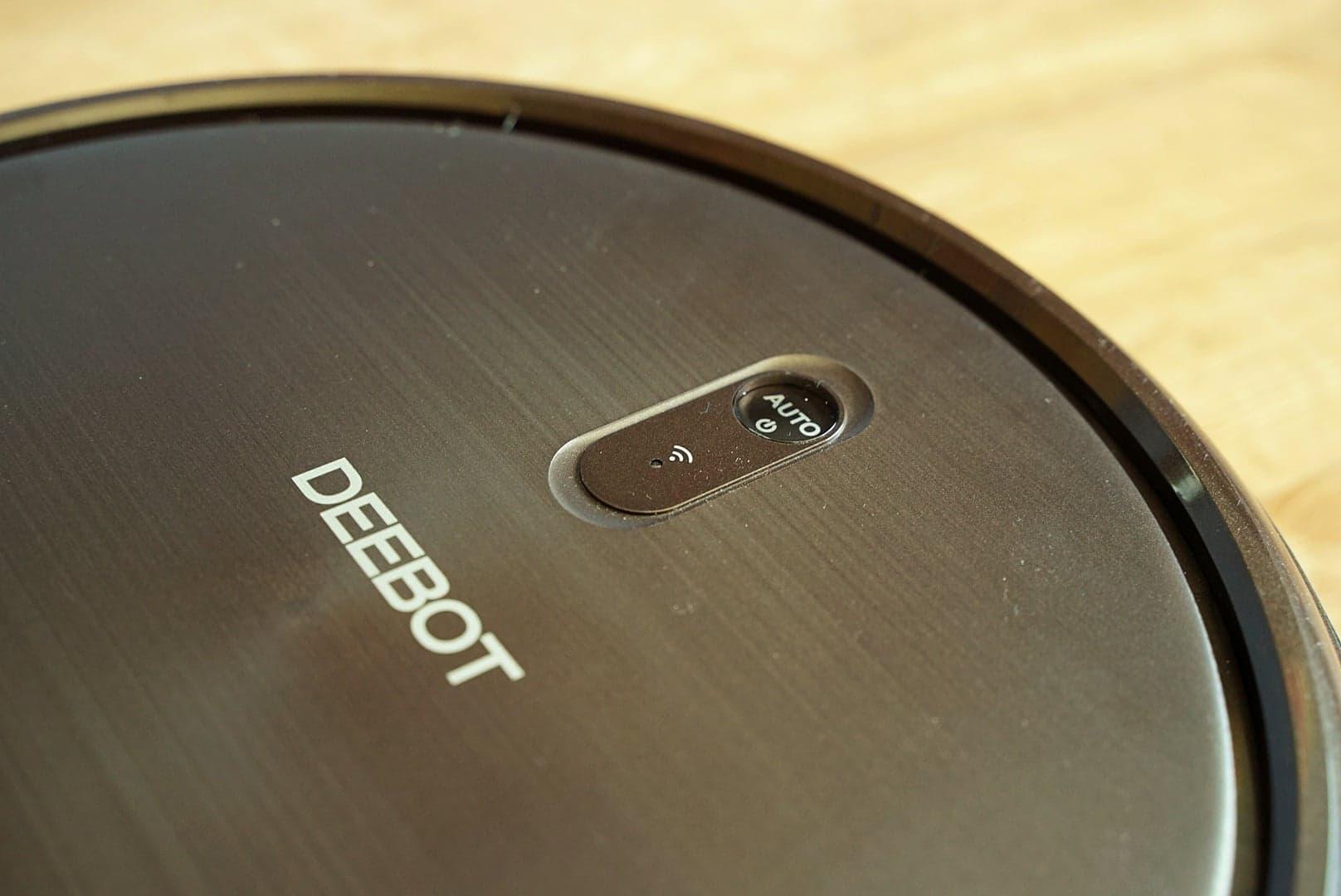 Ecovacs Deebot N79S - recenzja taniego robota odkurzającego - diody