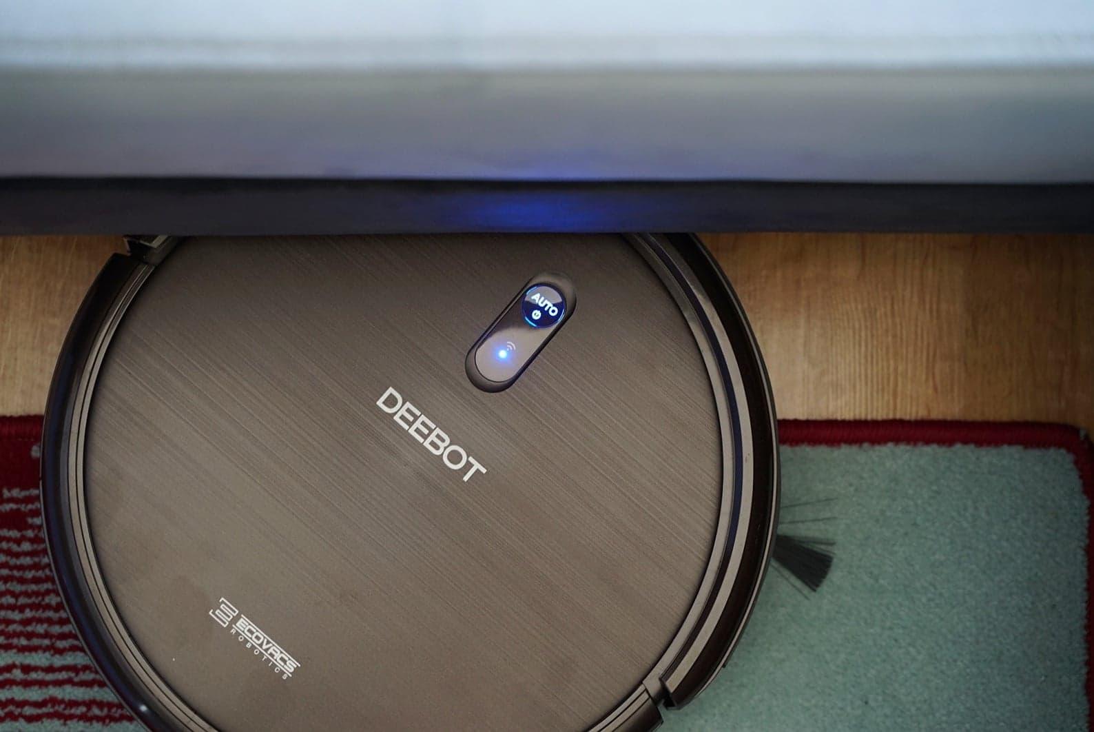 Ecovacs Deebot N79S - recenzja taniego robota odkurzającego - pod meblem