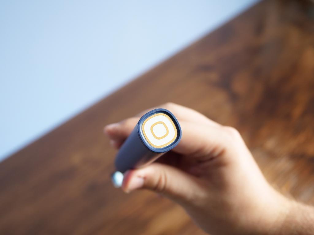 Oclean X PRO - recenzja nowej wersji inteligentnej szczoteczki sonicznej - miejsce ładowania indukcyjnego