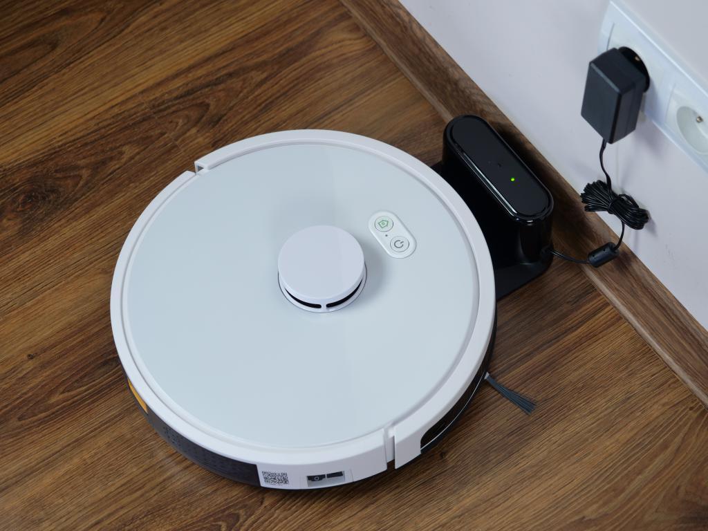 RoboJet X-One White - recenzja robota sprzątającego - ładowanie