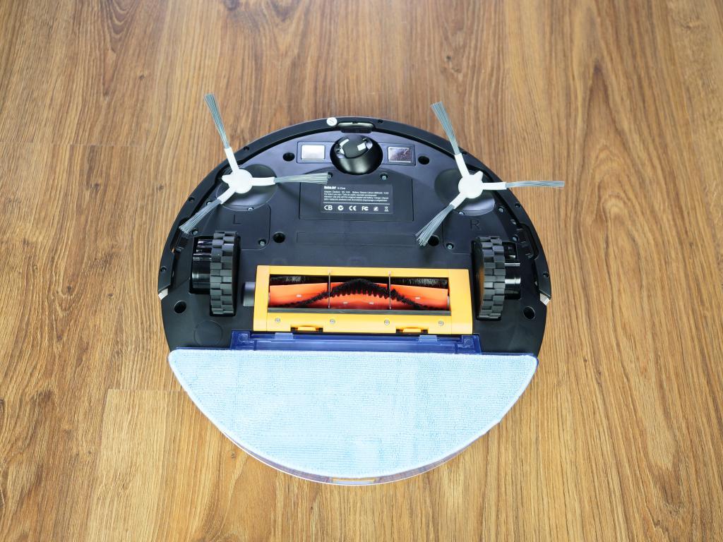 RoboJet X-One White - recenzja robota sprzątającego - z mopem