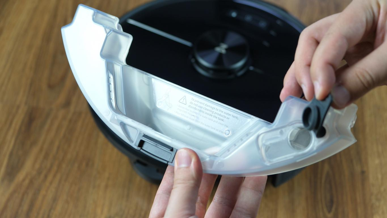 Roborock S6 MaxV - recenzja robota sprzątającego - pojemnik na wodę do mopowania