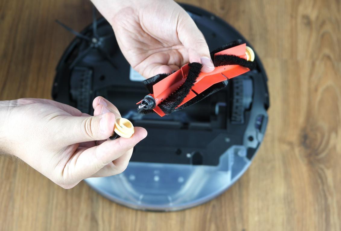 Roborock S6 MaxV - recenzja robota sprzątającego - szczotka główna