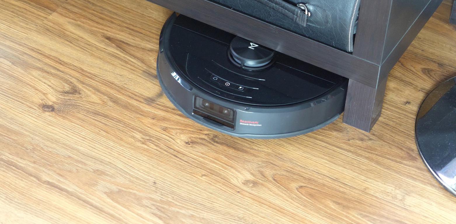 Roborock S6 MaxV - recenzja robota sprzątającego - wjeżdżanie pod meble