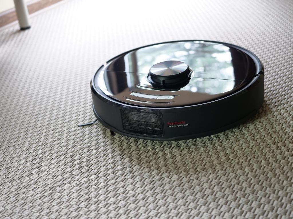 Roborock S6 maxV - recenzja robota sprzątającego z inteligentnym rozpoznawaniem przeszkód - na dywanie