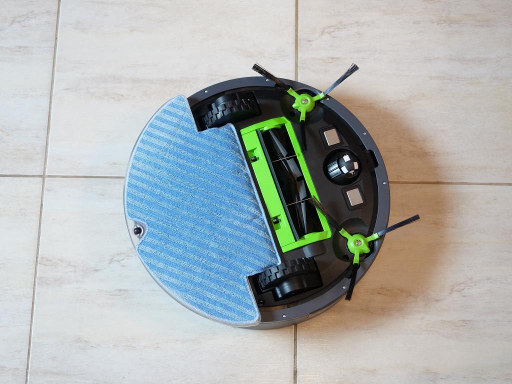 Moneual MBOT 500 - recenzja taniego robota odkurzającego z mopowaniem - robot z panelem mopowania