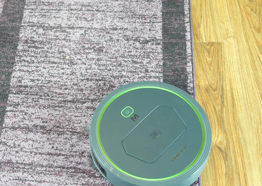 Recenzja Moneual MBOT 500 - robot na płaskim dywanie