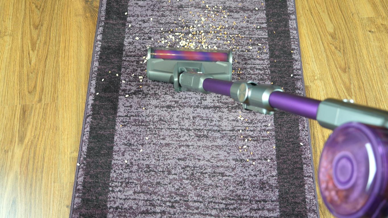 Recenzja odkurzacza pionowego Jimmy JV85 PRO - odkurzanie dywanu