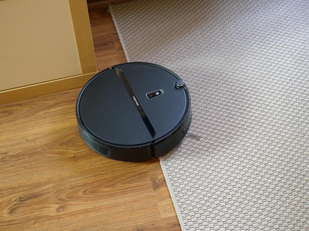 Roborock E4 - recenzja robota sprzątającego w świetnej cenie - wjazd na dywan