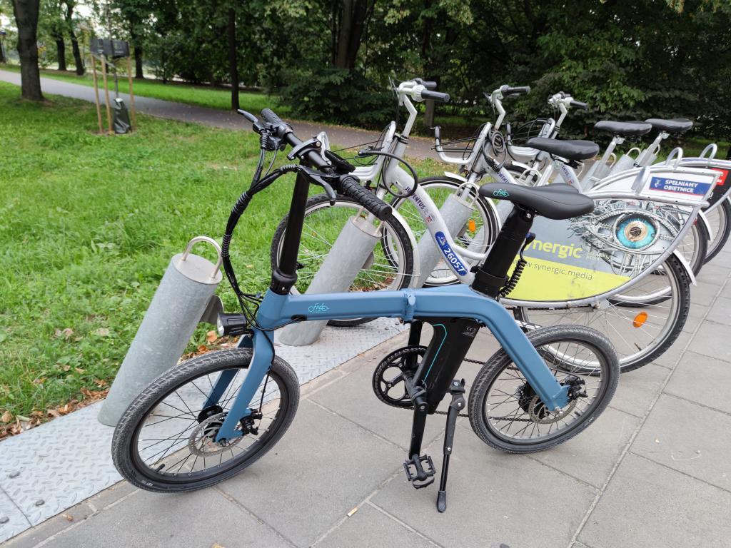 Fiido D11 - recenzja roweru elektrycznego o ogromnym zasięgu - porównanie z rowerem miejskim