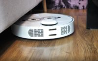 robot automatyczny 360 pod kanapą