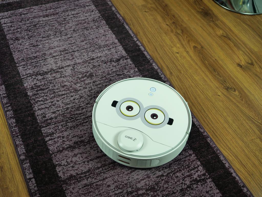 360 S9 - recenzja robota sprzątającego - na dywanie