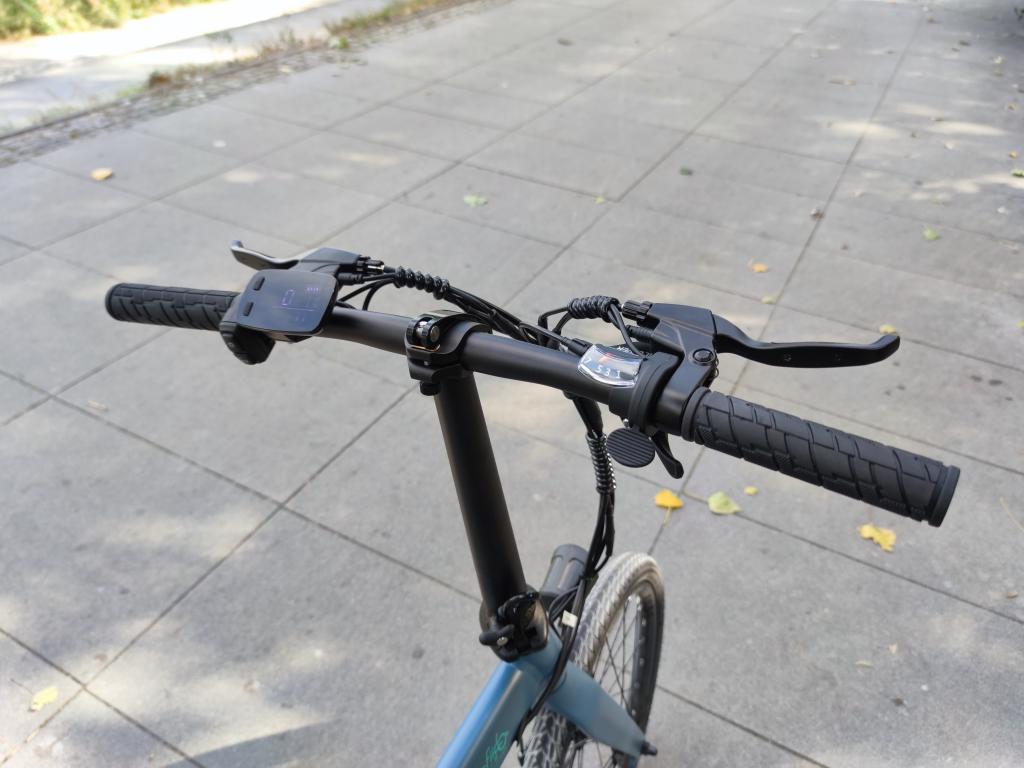 Fiido D11 - recenzja roweru elektrycznego o ogromnym zasięgu - kierownica