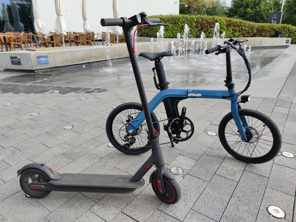 Fiido D11 - recenzja roweru elektrycznego o ogromnym zasięgu - porównanie z hulajnogą elektryczną Xiaomi Scooter PRO