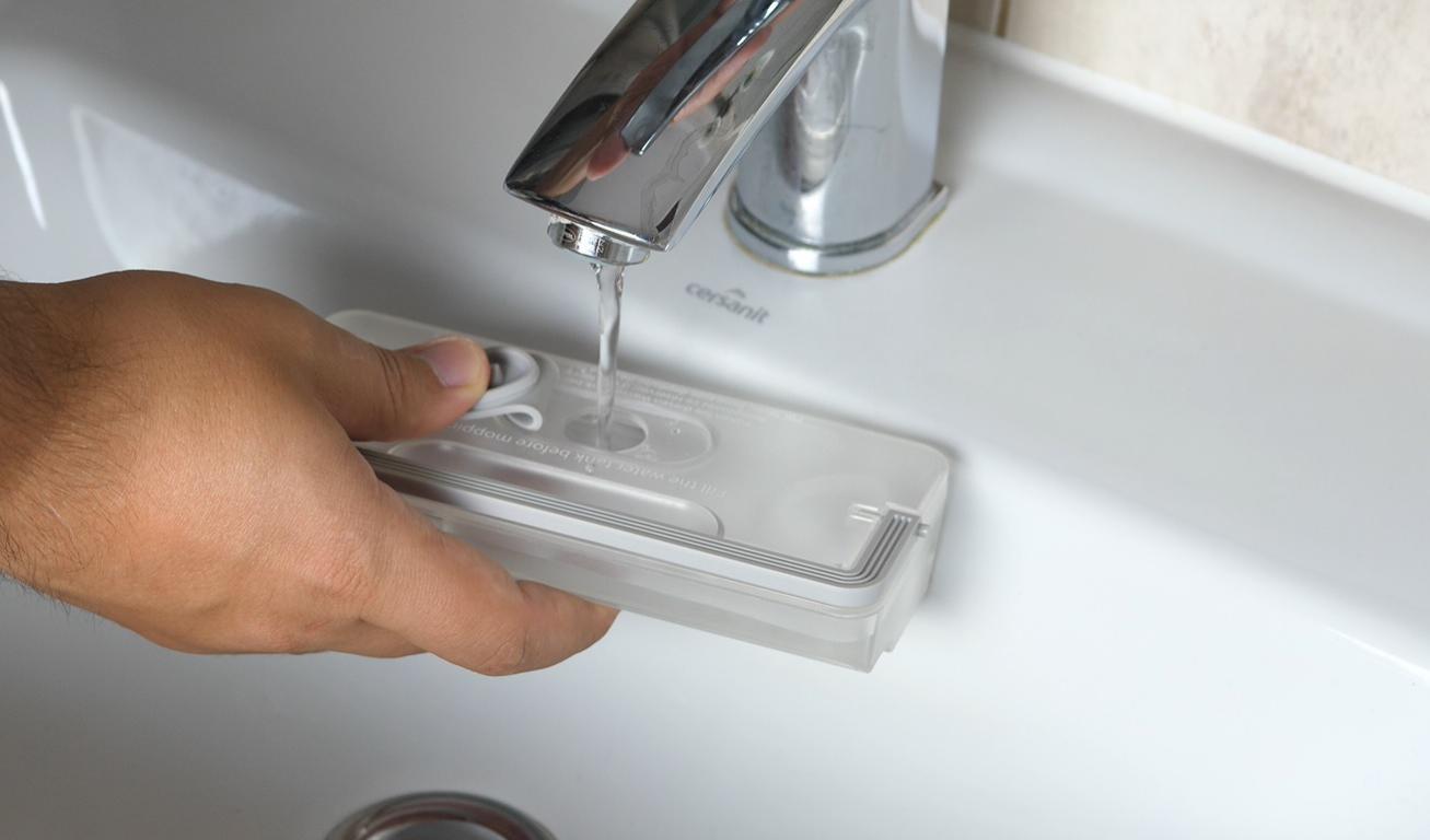 wlewanie wody do mopowania