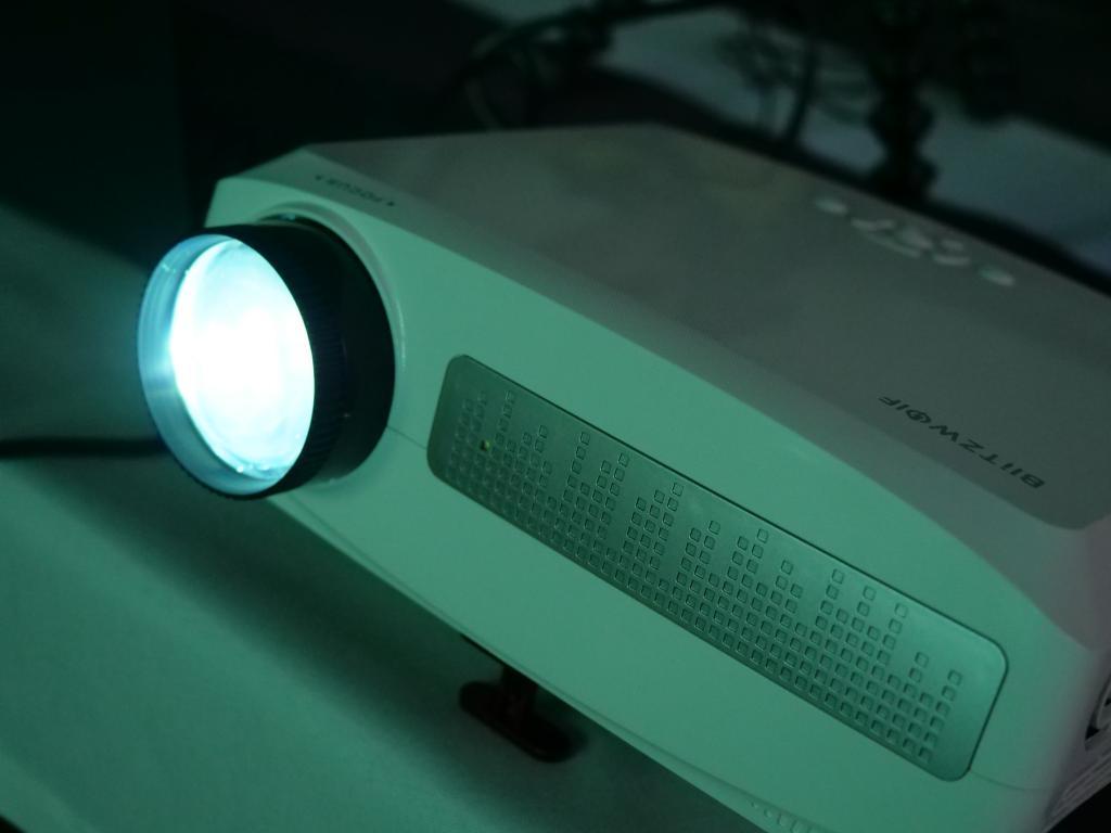 Blitzwolf BW-VP6 - recenzja projektora Full HD w super cenie - lampa