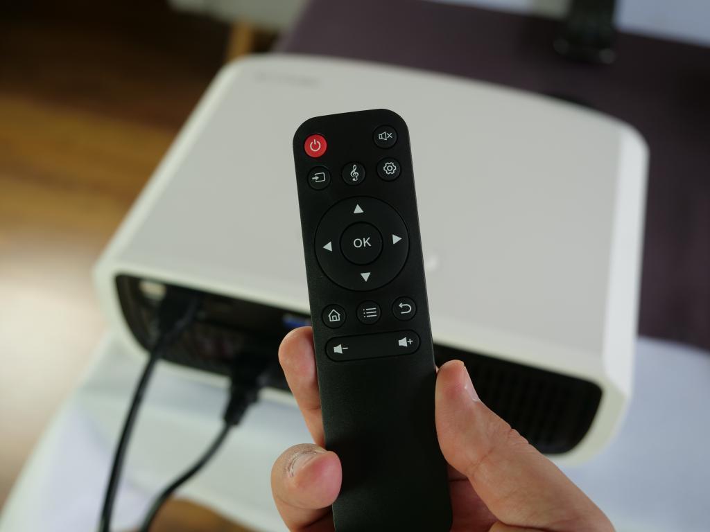Blitzwolf BW-VP6 - recenzja projektora Full HD w super cenie - pilot zdalnego sterowania