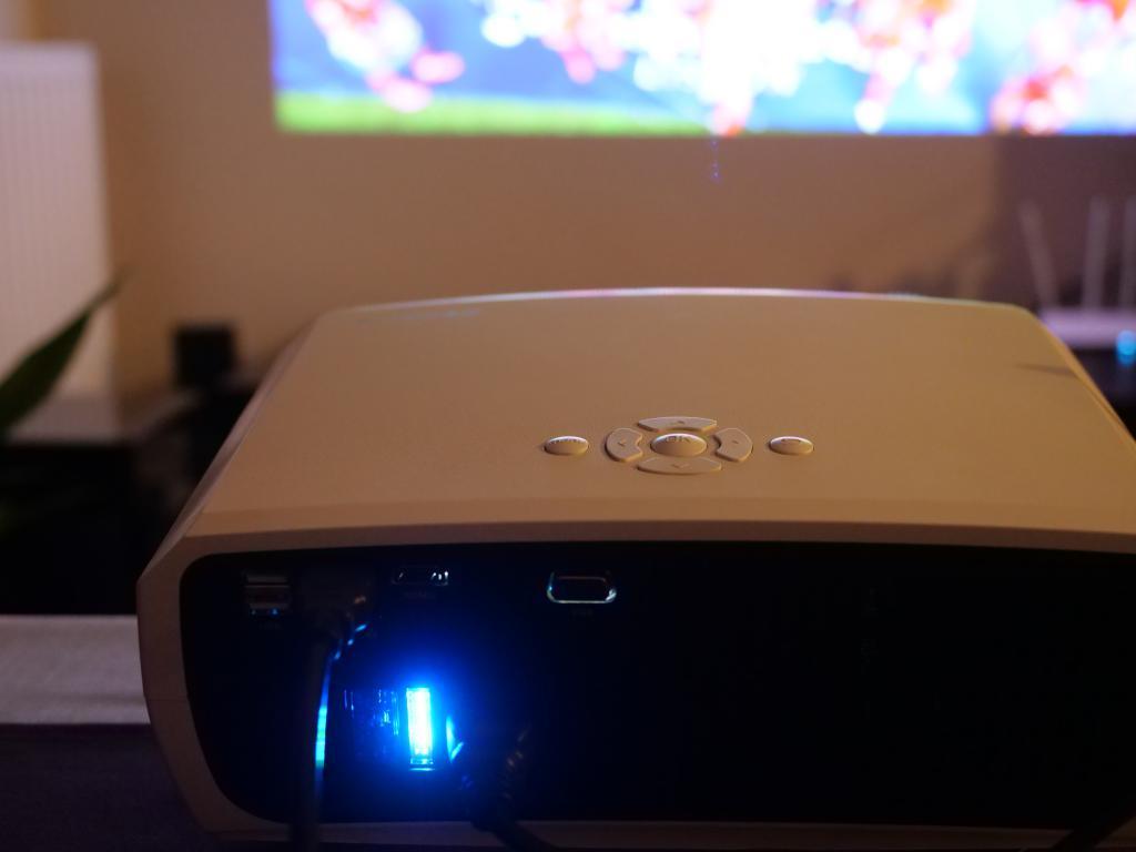 Blitzwolf BW-VP6 - recenzja projektora Full HD w super cenie tył projektora