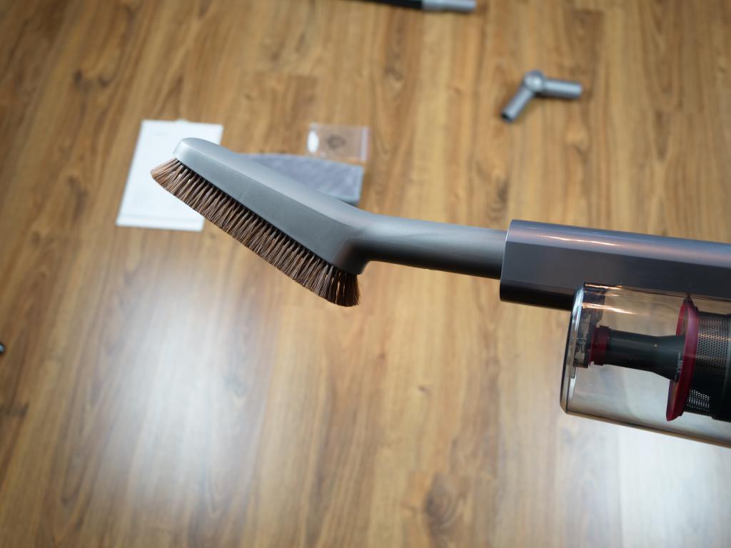 Jimmy JV65 Plus - recenzja odkurzacza pionowego z mopem - miękka szczotka z włosiem