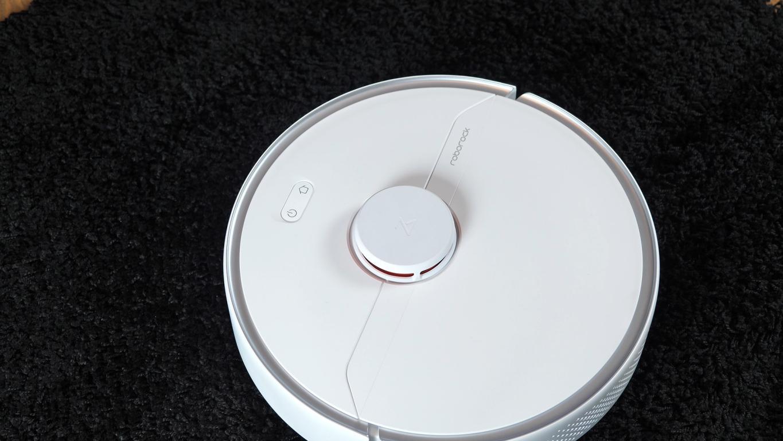 Roborock S6 Pure - recenzja robota sprzątającego -czarny dywan