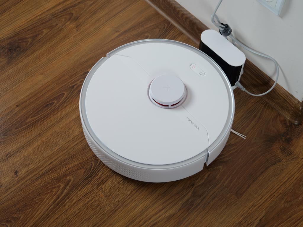 Roborock S6 Pure - recenzja robota sprzątającego - ładowanie