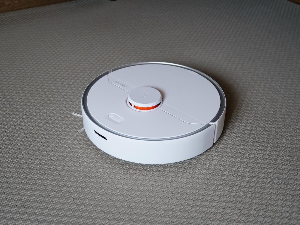 Roborock S6 Pure - recenzja robota sprzątającego - na dywanie
