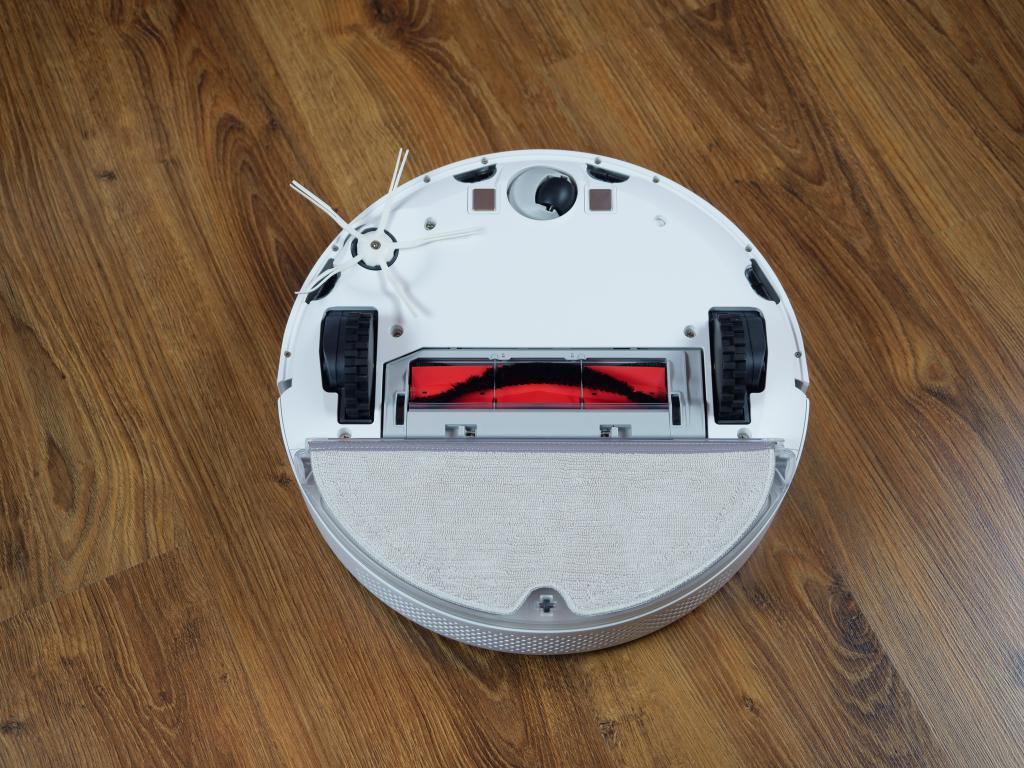 Roborock S6 Pure - recenzja robota sprzątającego - robot z założonym mopem